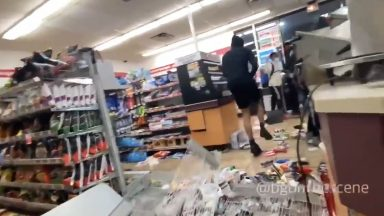 ripsave - Looters raid a gas station in Wauwatosa, WI