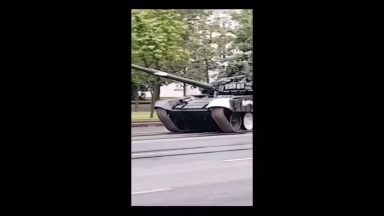 redditsave.com_wcgw_driving_a_tank_at_full_speed_on_a_wet_road-5au6tcz5fgr61